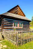 Detalhe de casa de madeira tradicional velha em Eslováquia, Euro oriental Fotos de Stock Royalty Free