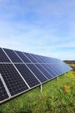Detalhe de central elétrica de energias solares no prado do outono Fotografia de Stock Royalty Free