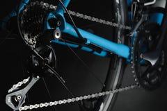Detalhe de componentes da bicicleta Tiro do estúdio foto de stock royalty free