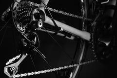 Detalhe de componentes da bicicleta Tiro do estúdio fotos de stock royalty free