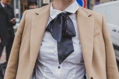 Detalhe de construção fêmea do desfile de moda de Gucci do equipamento para a semana de moda 2015 de Milan Men Fotografia de Stock