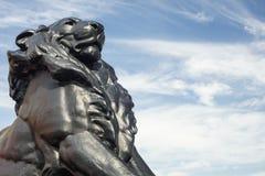 Detalhe de estátua de um leão do rei, que pertença a Christopher Co fotos de stock royalty free