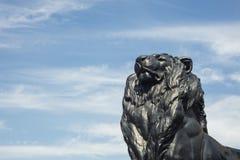Detalhe de estátua de um leão do rei, que pertença a Christopher Co fotos de stock