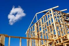 Detalhe de frame da casa sob a construção Fotos de Stock Royalty Free
