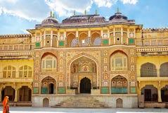 Detalhe de Gateway decorado Forte ambarino Jaipur, India imagens de stock