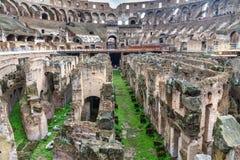 Detalhe de hypogeum Interior de Colosseum ou de Flavian Amphitheatre em Roma Italy fotografia de stock