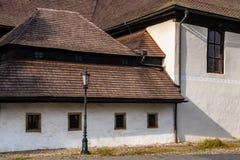 Detalhe de igreja protestante articulaa de madeira em Kezmarok, eslovaco Imagens de Stock