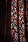 Detalhe de janela de vitral na igreja gótico de Sainte-Chapelle em Paris imagem de stock royalty free
