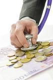 Detalhe de mão do banqueiro que guardara o estetoscópio sobre o dinheiro do Euro Imagens de Stock Royalty Free