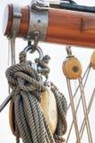 Detalhe de madeira do sailboat fotos de stock