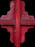 Detalhe de madeira resistido vermelho colorido do indicador Imagens de Stock Royalty Free