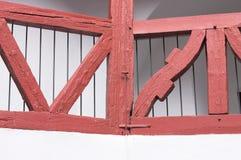 Detalhe de madeira vermelho Europa do balcão foto de stock