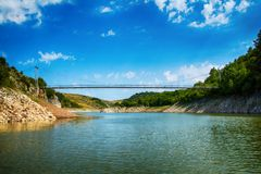 Detalhe de meandro no desfiladeiro rochoso de Uvac do rio Fotografia de Stock Royalty Free