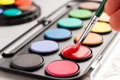 Detalhe de pincel na aquarela vermelha Imagem de Stock
