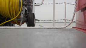 Detalhe de plataforma principal de um bote filme