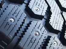 Detalhe de pneu de carro enchido do inverno Foto de Stock