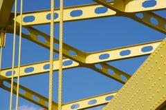 Detalhe de ponte amarela imagens de stock