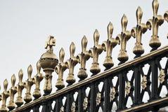 Detalhe de porta do Buckingham Palace do git em Londres, Reino Unido Imagens de Stock Royalty Free