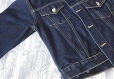 Detalhe de revestimento azul da sarja de Nimes fotos de stock royalty free