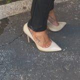 Detalhe de sapatas fora da construção do desfile de moda de Etro em Milão, AIE Imagens de Stock Royalty Free