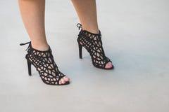 Detalhe de sapatas fora do desfile de moda nacional do traje que constrói f Imagem de Stock