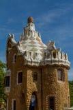 Detalhe de trabalho de mosaico colorido do parque Guell Barcelona da Espanha Fotografia de Stock