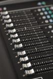 Detalhe de um console digital do misturador imagem de stock