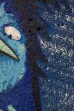 Detalhe de um graffitti em uma parede áspera Imagens de Stock