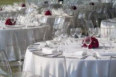Detalhe de um grupo da tabela para um banquete Fotos de Stock Royalty Free