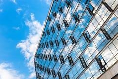 Detalhe de um prédio de escritórios moderno imagens de stock royalty free