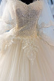 Detalhe de um vestido de casamento imagens de stock