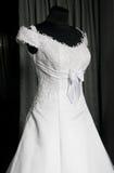 Detalhe de um vestido de casamentos em um mannequin Fotos de Stock Royalty Free