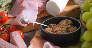 Detalhe de uma bandeja de charcuterie curado da carne fotos de stock