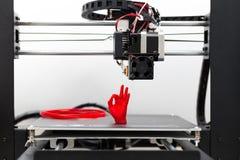 Detalhe de uma impressão da impressora 3D com um filamento vermelho Fotos de Stock Royalty Free