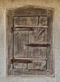 Detalhe de uma janela de uma casa antiga ucraniana típica Imagens de Stock