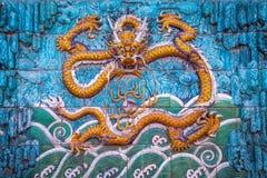 Detalhe de uma parede do dragão - a Cidade Proibida, Pequim, China imagens de stock