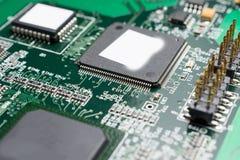Detalhe de uma placa de circuito impresso eletrônica Foto de Stock
