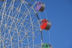 Detalhe de uma roda de ferris colorida Fotos de Stock Royalty Free