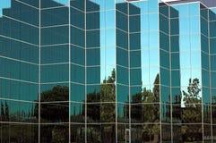 Detalhe de vidro azul do escritório fotografia de stock royalty free