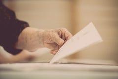 Detalhe de votação da mão Fotos de Stock Royalty Free