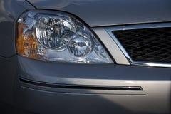 Detalhe dianteiro de um carro imagens de stock royalty free
