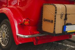 Detalhe do close up do carro retro do vintage na rua da cidade Fotografia de Stock Royalty Free