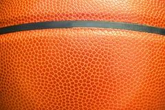 Detalhe do close up de fundo da textura da bola do basquetebol Fotos de Stock