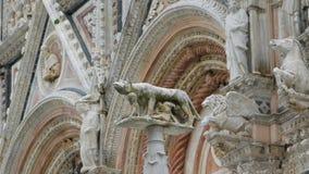 detalhe do Ela-lobo ao lado do domo em Siena Imagem de Stock