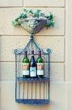 Detalhe do exterior da loja de vinho imagem de stock