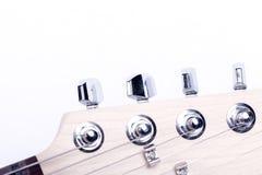 Detalhe do headstock do mastro de uma guitarra elétrica isolada no branco foto de stock royalty free