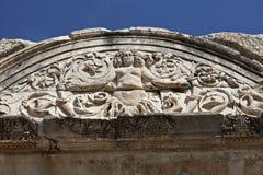 Detalhe do Medusa de templo de Hadrian, Ephesus, Turquia Imagens de Stock