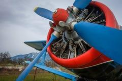 Detalhe do motor de um plano de hélice abandonado velho Imagem de Stock Royalty Free