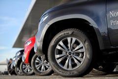 Detalhe do pneu da classe de Mercedes-Benz X imagem de stock