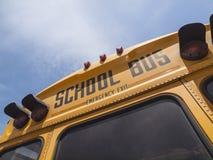 Detalhe do sinal do ônibus escolar Fotos de Stock Royalty Free